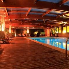 Village Vacances du Paillé Séjour bien être avec piscine couverte et chauffée, spa, sauna, cabane et chalet bois