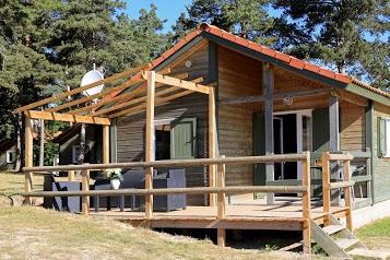 Camping*** Les Sous Bois du Lac de Naussac lozere