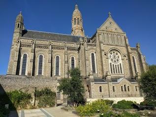 Basilique Saint Louise-Marie Grignion de Monfort