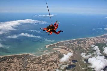 Jump En Parachute Lessay