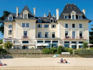 Hôtel*** Vacances Bleues - La Villa Caroline