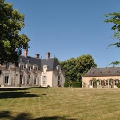 Guest room Chateau La Touanne