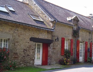 La Forge Brittany holiday cottage with private heated swimming pool and gym near Baud